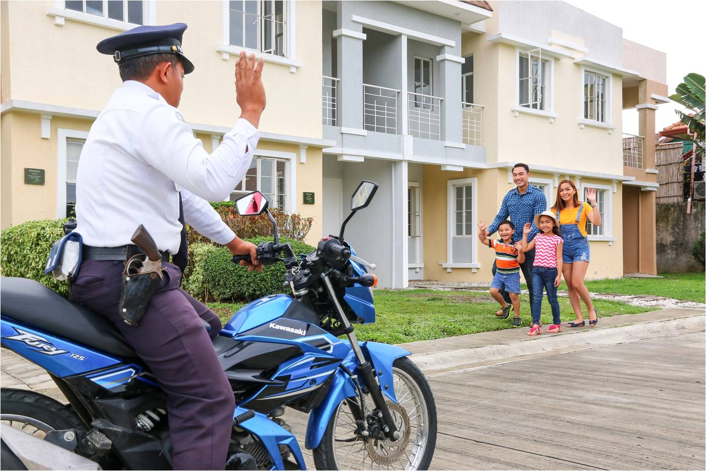 Monticello Iloilo Guard Waving Family
